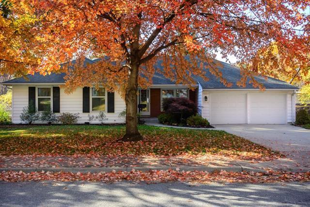 4908 Mohawk Drive, Roeland Park, KS 66205 (#2138091) :: Char MacCallum Real Estate Group