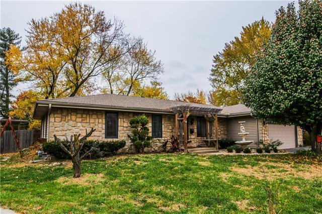 3914 N Denver Court, Kansas City, MO 64117 (#2138111) :: Edie Waters Network