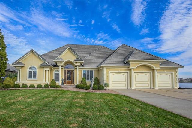 4621 Gull Point Drive, Lee's Summit, MO 64082 (#2138154) :: Edie Waters Network