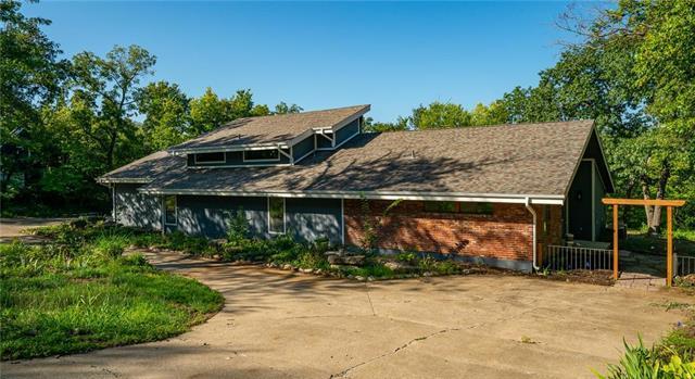20710 Crickett Lane, Lenexa, KS 66220 (#2138327) :: Kansas City Homes