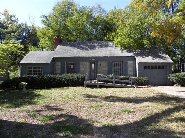 5524 Roe Boulevard, Roeland Park, KS 66205 (#2138346) :: Char MacCallum Real Estate Group
