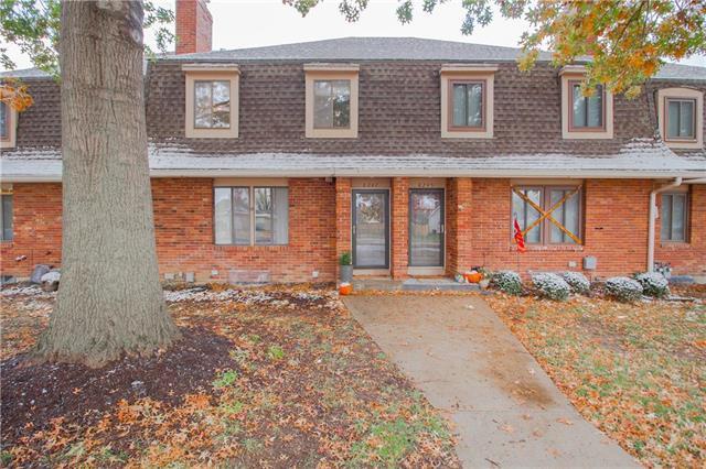 8247 N Waukomis Drive, Kansas City, MO 64151 (#2138354) :: No Borders Real Estate