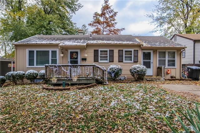 832 W 24th Terrace, Independence, MO 64055 (#2138361) :: Edie Waters Network