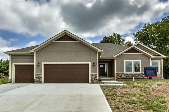 816 155th Circle, Basehor, KS 66007 (#2138394) :: Team Real Estate