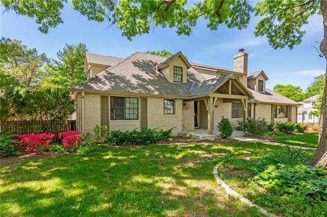 6700 High Drive, Mission Hills, KS 66208 (#2138463) :: Char MacCallum Real Estate Group
