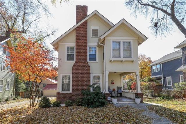 425 Greenway Terrace, Kansas City, MO 64113 (#2138486) :: Edie Waters Network