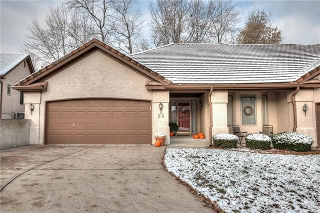 98 The Woodlands Drive, Gladstone, MO 64119 (#2138561) :: Edie Waters Network