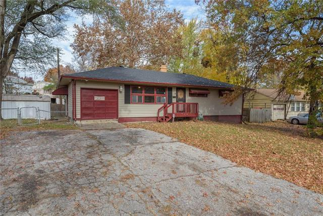 11412 Greenwood Road, Kansas City, MO 64134 (#2138660) :: Edie Waters Network