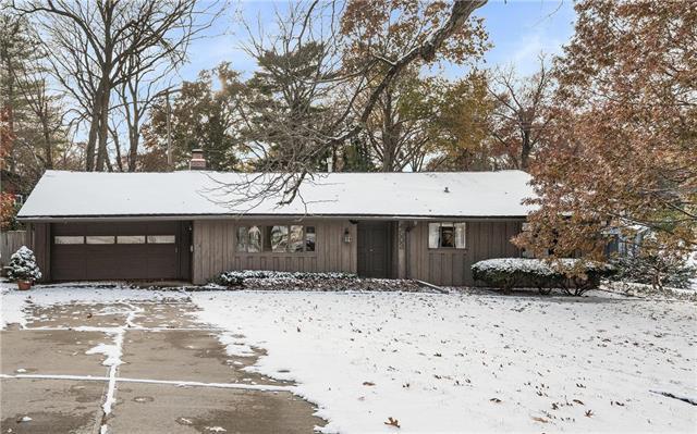 4503 W 78th Terrace, Prairie Village, KS 66208 (#2138766) :: Char MacCallum Real Estate Group