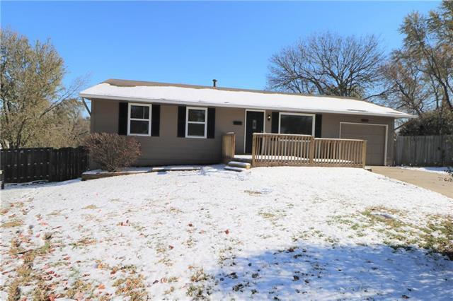 9627 Spring Valley Court, Kansas City, MO 64134 (#2138810) :: Edie Waters Network