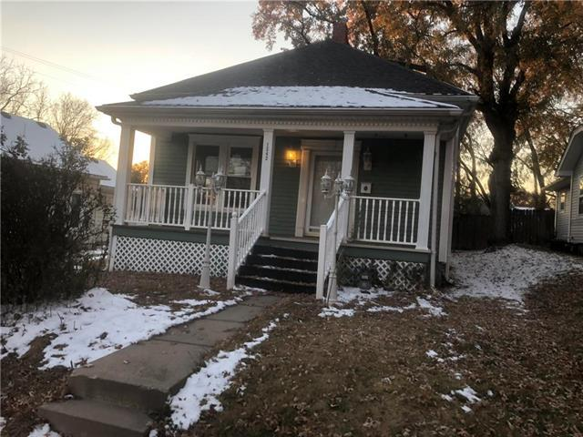 1542 S Willow Avenue, Independence, MO 64052 (#2138854) :: Edie Waters Network