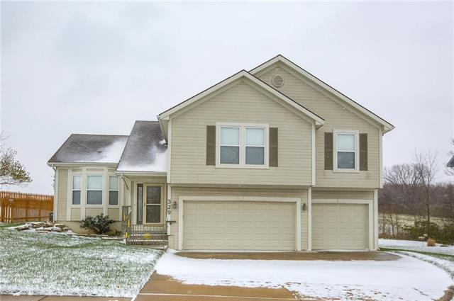 329 Deer Drive, Liberty, MO 64068 (#2138864) :: The Shannon Lyon Group - ReeceNichols