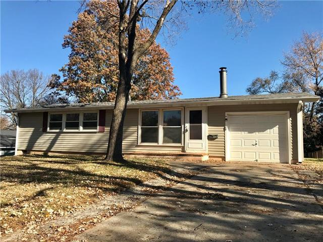 5613 N Garfield Avenue, Gladstone, MO 64118 (#2138918) :: House of Couse Group