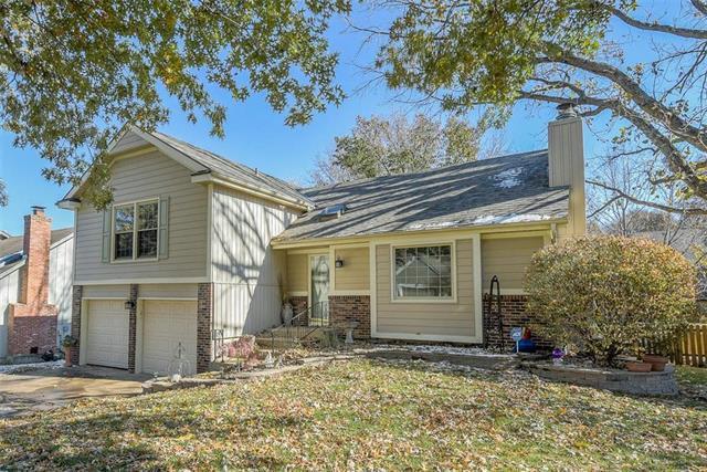 10561 Bradshaw Street, Overland Park, KS 66215 (#2138978) :: Kansas City Homes