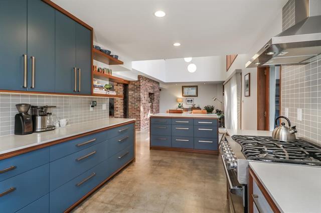 5207 W 79th Terrace, Prairie Village, KS 66208 (#2138993) :: Char MacCallum Real Estate Group