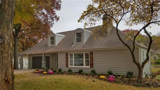 8001 Dearborn Drive, Prairie Village, KS 66208 (#2139027) :: Char MacCallum Real Estate Group