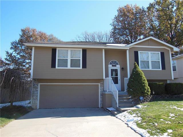 1723 S Whitney Drive, Independence, MO 64057 (#2139067) :: Edie Waters Network