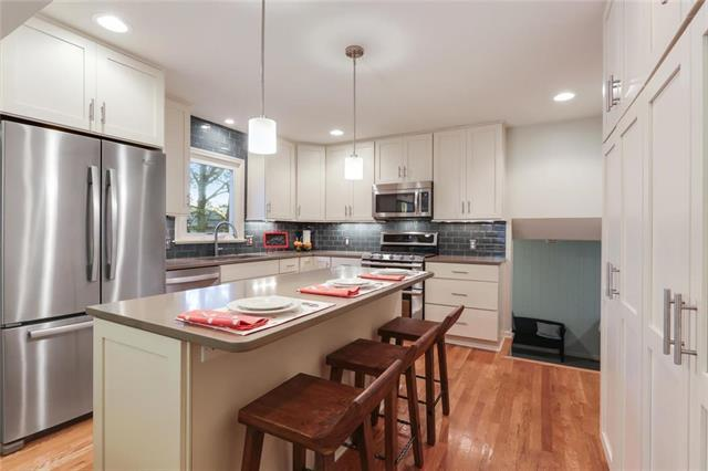6316 W 101st Place, Overland Park, KS 66212 (#2139125) :: Kansas City Homes