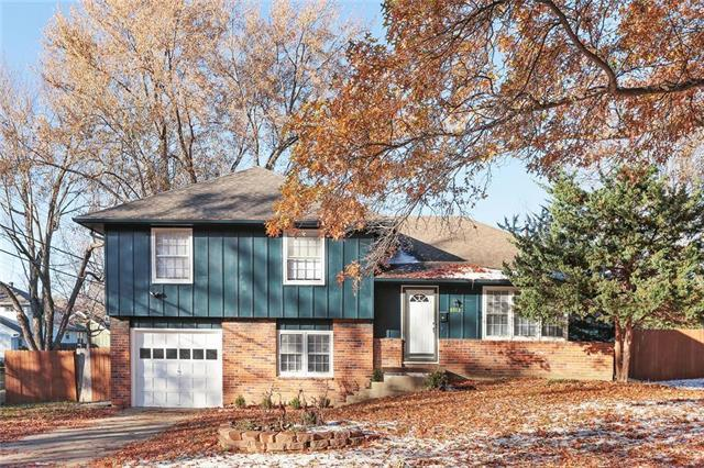 8912 W 97th Terrace, Overland Park, KS 66212 (#2139143) :: No Borders Real Estate