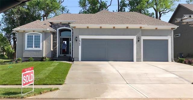 17024 W 163rd Terrace, Olathe, KS 66062 (#2139175) :: Char MacCallum Real Estate Group