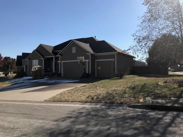 400 SE Stillwater Drive, Lee's Summit, MO 64063 (#2139204) :: No Borders Real Estate