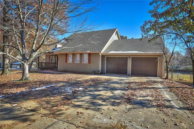 12811 Locust Street, Kansas City, MO 64145 (#2139239) :: Kansas City Homes