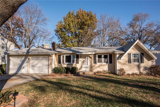 8735 Marty Street, Overland Park, KS 66212 (#2139256) :: Kansas City Homes