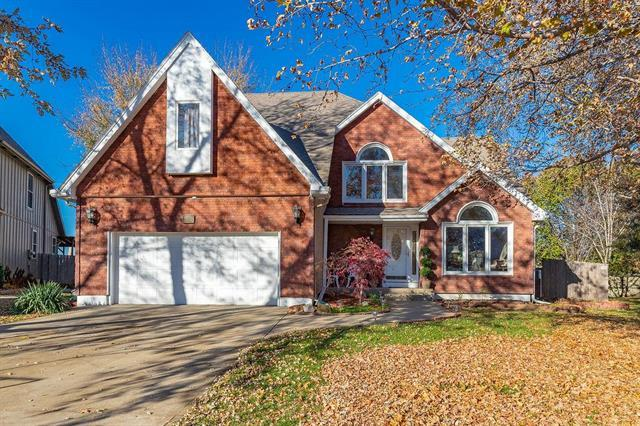 15842 W 143 Terrace, Olathe, KS 66062 (#2139262) :: Char MacCallum Real Estate Group