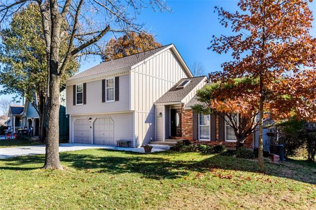 15225 W 83rd Terrace, Lenexa, KS 66219 (#2139285) :: Char MacCallum Real Estate Group