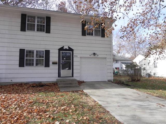 8316 Hemlock Street, Overland Park, KS 66212 (#2139379) :: No Borders Real Estate