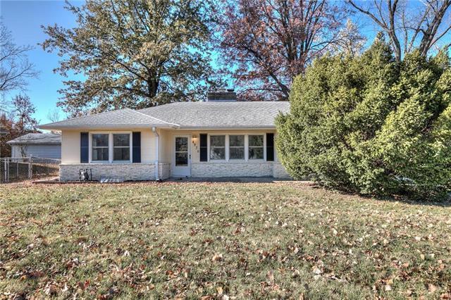 4936 NW Old Pike Road, Gladstone, MO 64118 (#2139405) :: Kansas City Homes