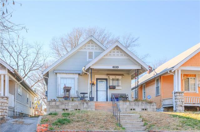 2024 Spruce Avenue, Kansas City, MO 64127 (#2139548) :: Edie Waters Network