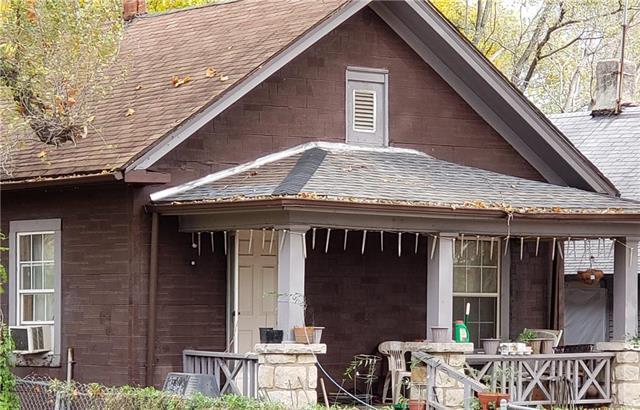 7008 E 12th Terrace, Kansas City, MO 64126 (#2139555) :: The Gunselman Team