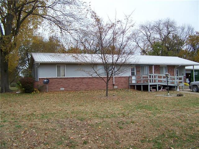 1001 E Broad Street, Colony, KS 66015 (#2139596) :: HergGroup Kansas City