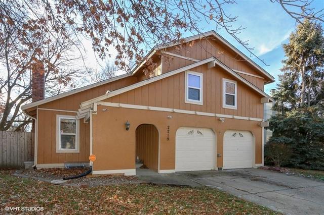 2219 E Arrowhead Drive, Olathe, KS 66062 (#2139860) :: Team Real Estate