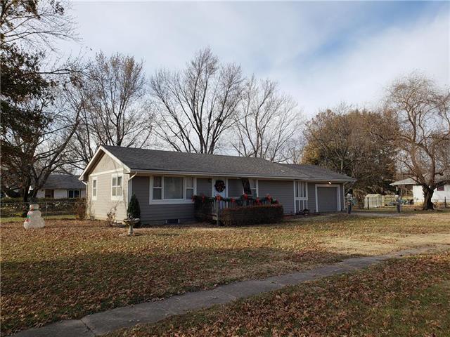 311 Laurel Street, Pleasanton, KS 66075 (#2139870) :: No Borders Real Estate