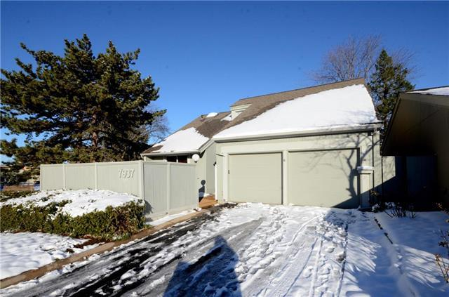 7937 Colony Lane, Lenexa, KS 66215 (#2140002) :: No Borders Real Estate