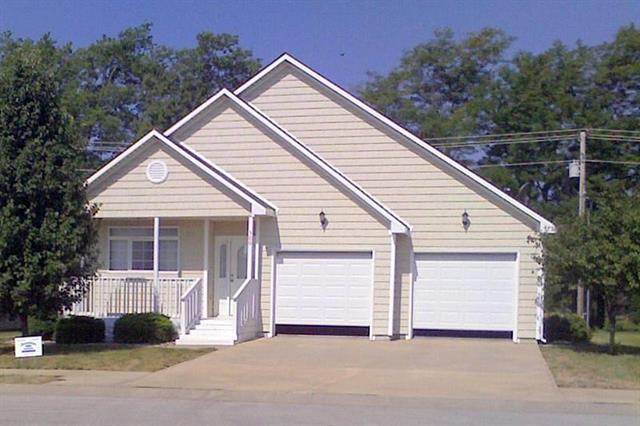 500 Hamlet Drive, Harrisonville, MO 64701 (#2140058) :: The Gunselman Team