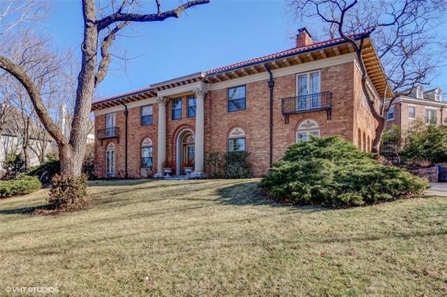 5335 Ward Parkway, Kansas City, MO 64112 (#2140227) :: House of Couse Group