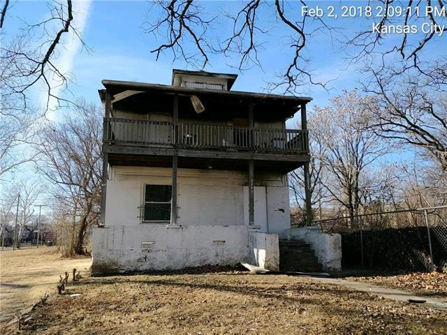 3240 Chestnut Avenue, Kansas City, MO 64128 (#2140293) :: The Gunselman Team