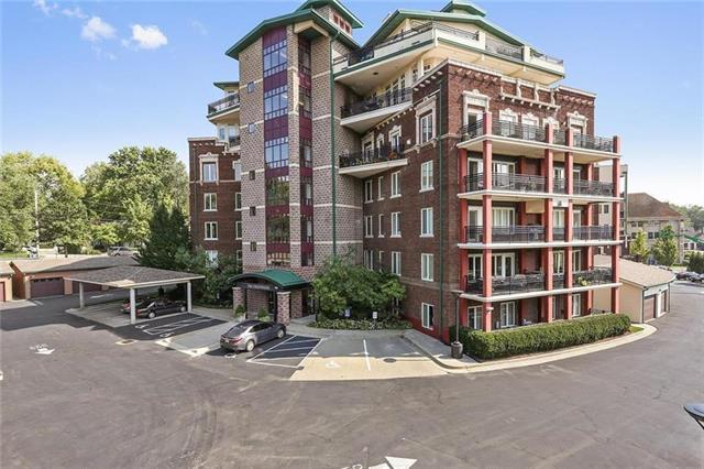 5401 Brookside #403 Boulevard #403, Kansas City, MO 64112 (#2140310) :: No Borders Real Estate