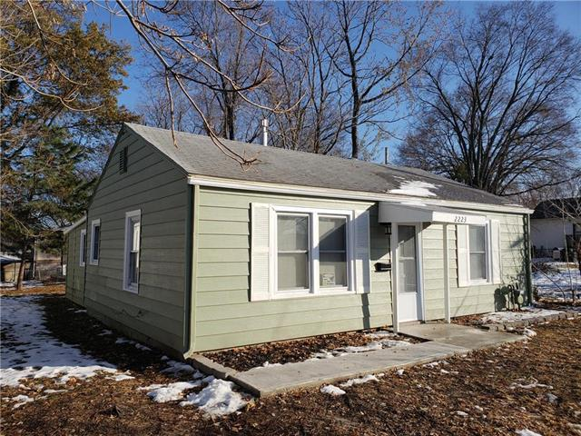 2223 S Hall Road, Independence, MO 64052 (#2140324) :: No Borders Real Estate