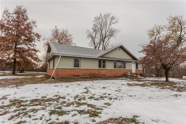 13715 Minnesota Avenue, Bonner Springs, KS 66012 (#2140396) :: Team Real Estate