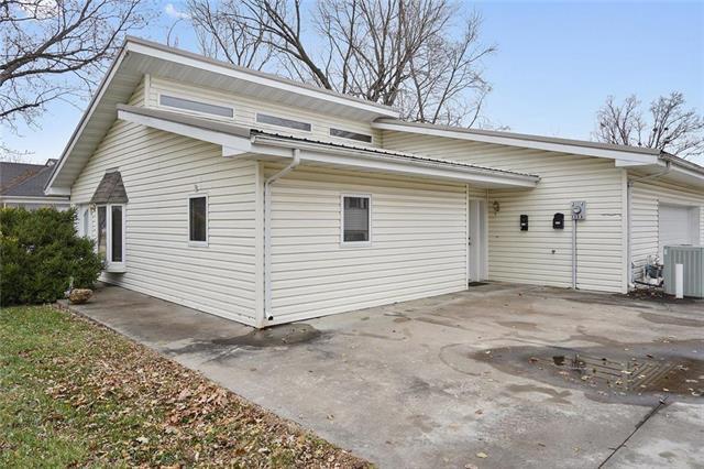 133A&B Walnut Street, Osawatomie, KS 66064 (#2140524) :: No Borders Real Estate