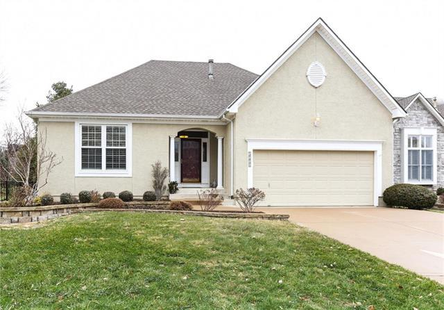 5116 W 159th Terrace, Overland Park, KS 66085 (#2140561) :: The Gunselman Team