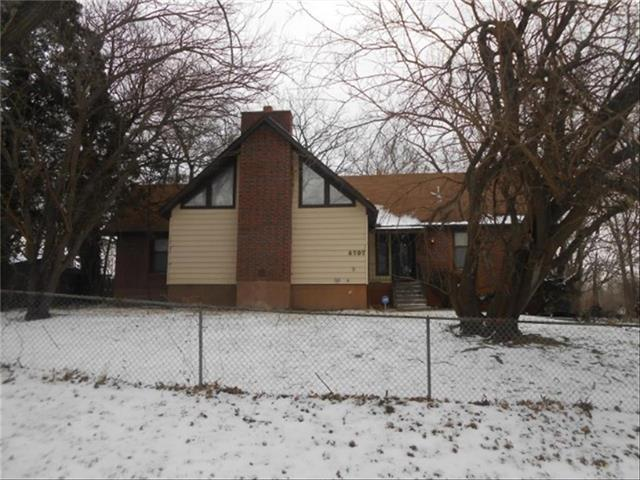 6707 Richmond Avenue, Kansas City, MO 64133 (#2140636) :: Edie Waters Network