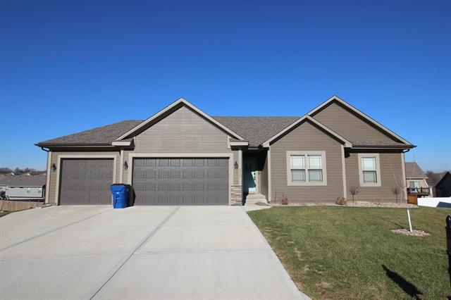 2113 NW Cherry Court, Grain Valley, MO 64029 (#2140719) :: No Borders Real Estate