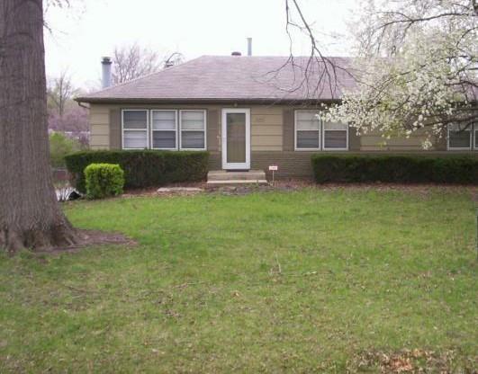 7805 E 99th Terrace, Kansas City, MO 64134 (#2140727) :: The Gunselman Team