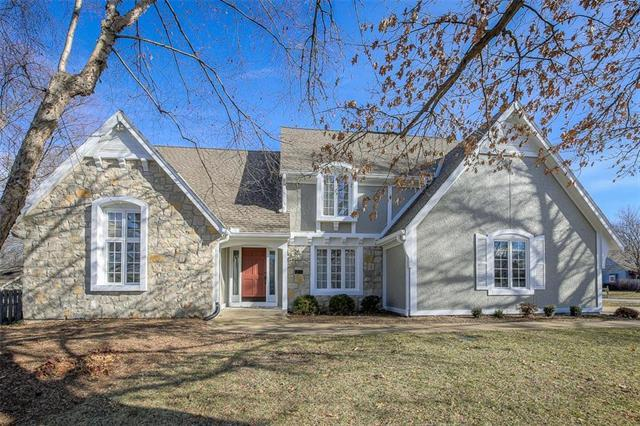12105 Wenonga Lane, Leawood, KS 66209 (#2140762) :: Edie Waters Network