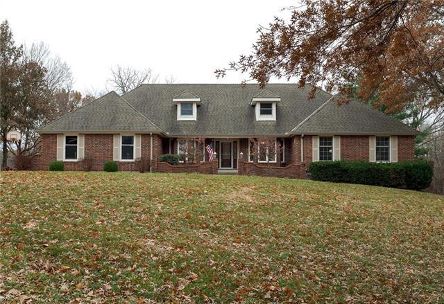 4204 SW Hickory Lane, Blue Springs, MO 64015 (#2140771) :: Team Real Estate